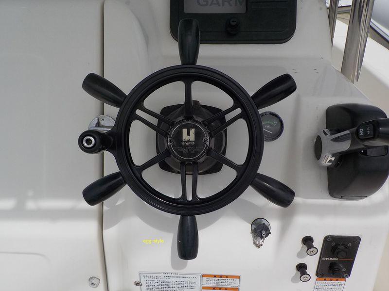 船の舵輪の典型スタイル