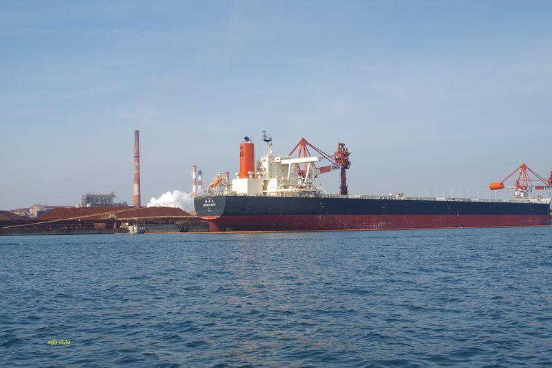 神戸製鋼所の鉄鉱石船