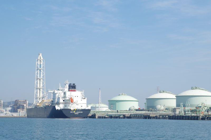 大阪ガスにLNG輸送船が着岸