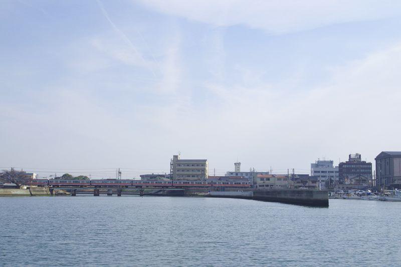荒井港と山陽電車鉄橋