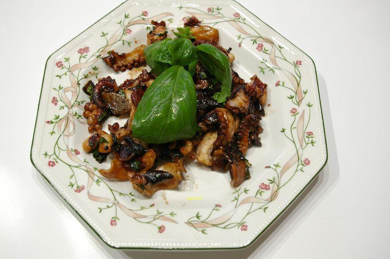 タコのニンニク炒め 暑い日の肴にとてもおいしい