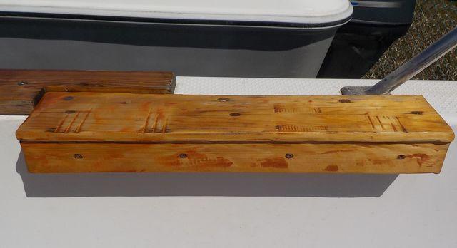 ロッドキーパー(サオ受け)用台座にニス塗り