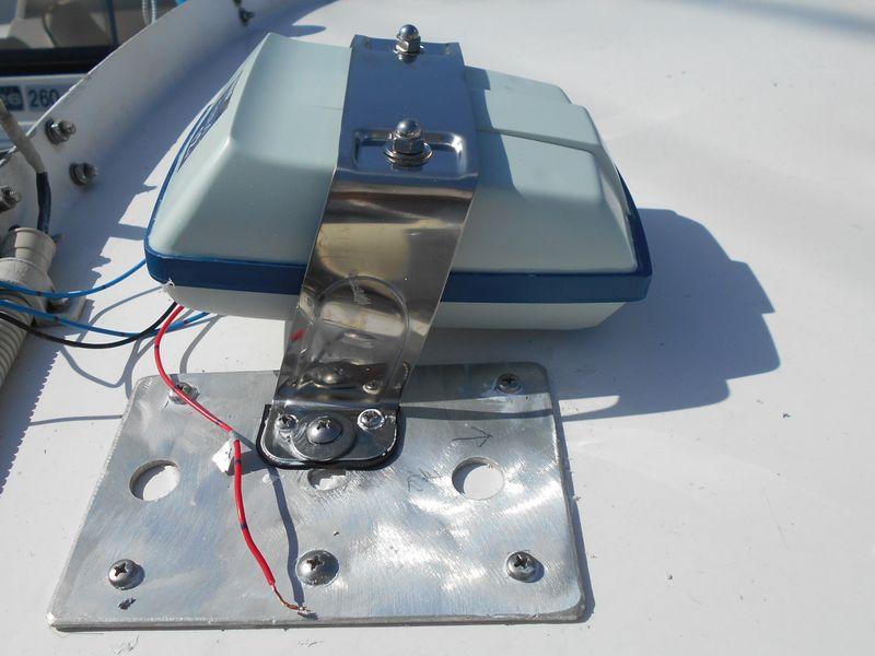 ホーンステーの台座を左右にアルミ板で作る