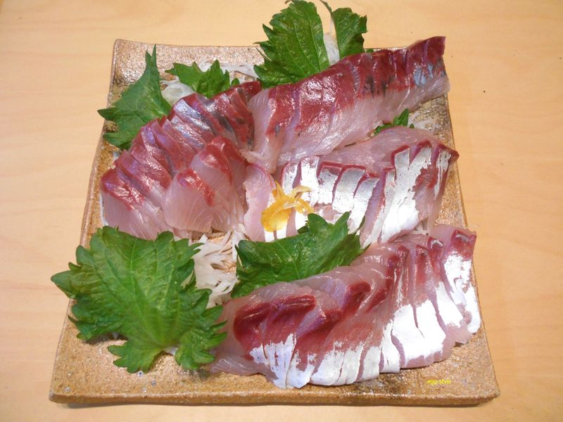 ハマチの刺身、シラスを食う時期は、脂がのり臭みも少なく美味い