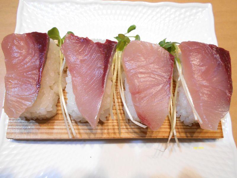 ハマチ寿司、素人の寿司ながら、これはとにかくおいしい
