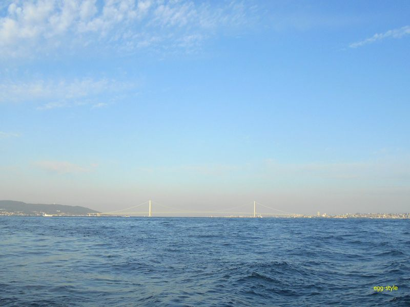 明石海峡大橋を越えて、大阪湾に入る久々の航程
