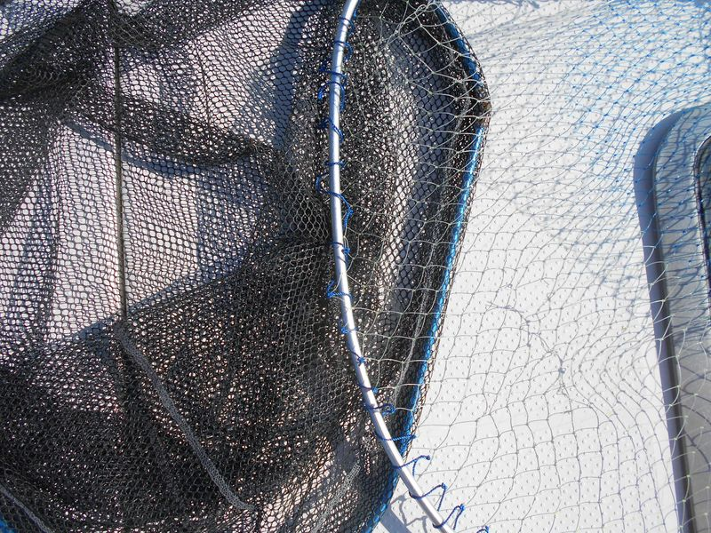 網は、粗目の方がジギングではフックを外しやすく手返しが速い