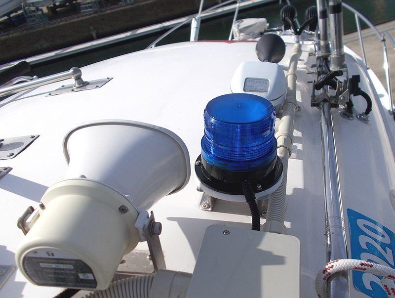ルーフ上、各機器は、二重被覆ケーブルとチューブで劣化保護