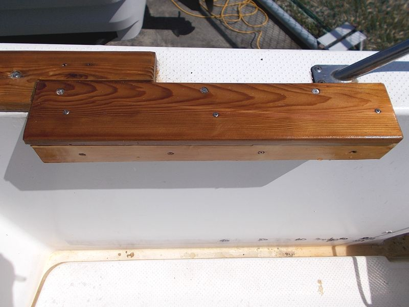 ラーク用台座 大中小いずれのサイズにも対応 左舷側も同様に設置