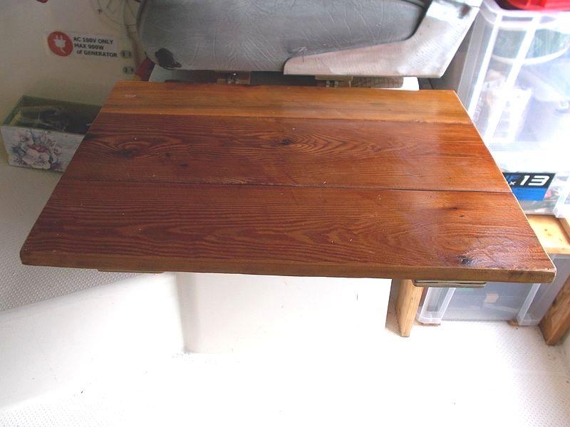 テーブルはこんな風にベンチシートの前に出る