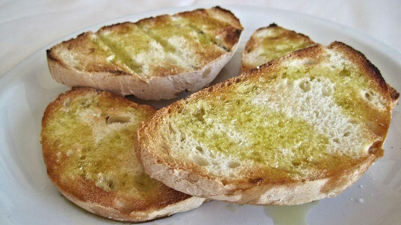 byPixabay bruschetta-603115 朝ごはんはバケットとゆで卵で十分です