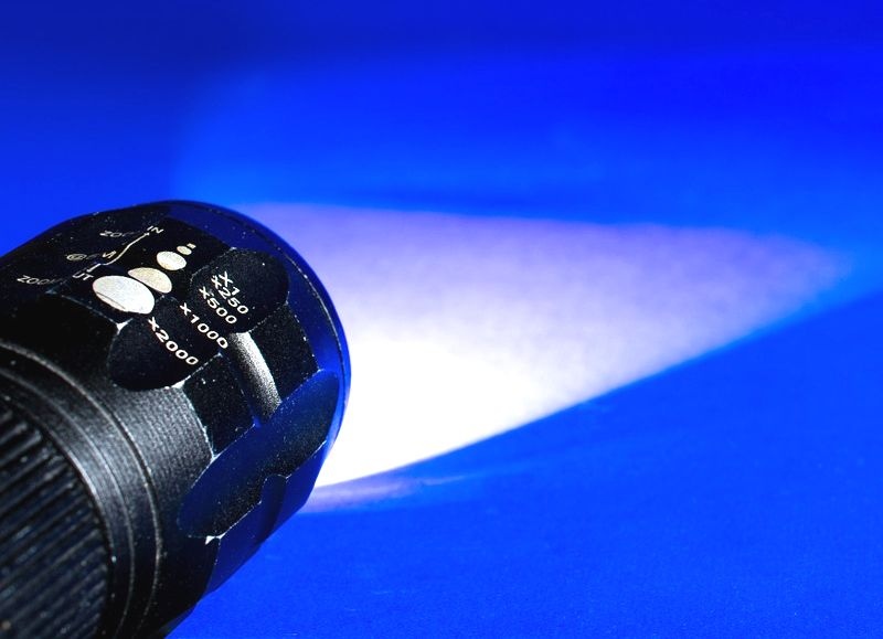 グローライト 専用であって短時間で蓄光できる
