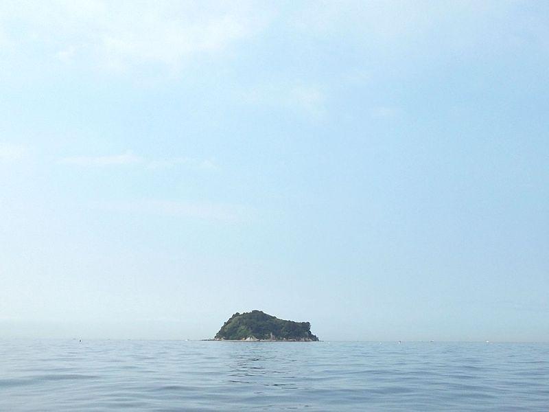 東端の上島、ここから西が家島諸島の海域で、どこかにシロギスもいるはずだ