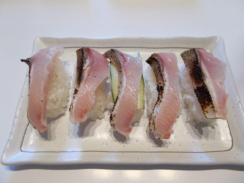 素人寿司だから見栄えはイマイチでも この炙りの腹身はいくらでも食べれる